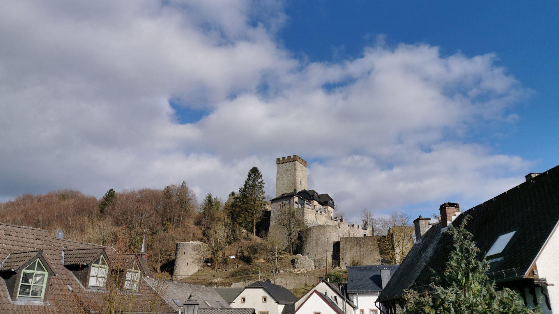 Ferienhaus-Landhaus-Loogh-Umgebung-Kerpen-mit-Burg.