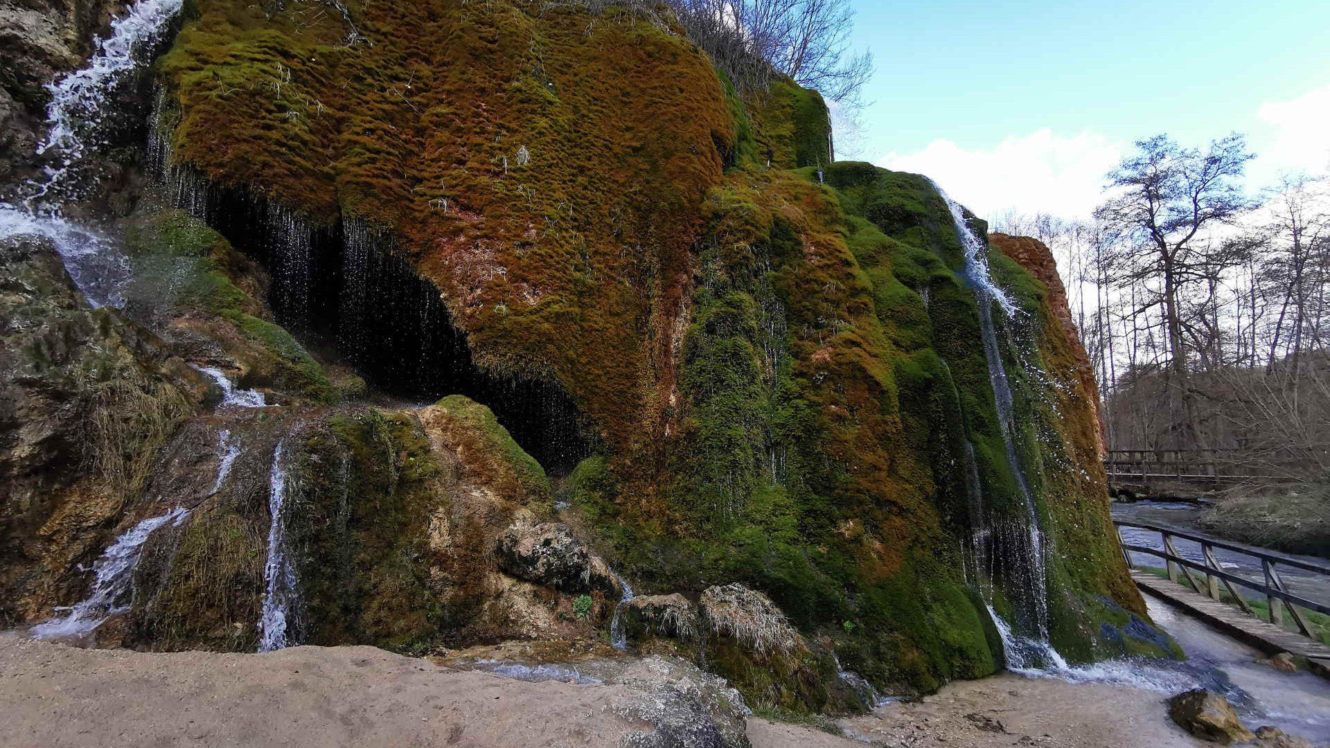Ferienhaus-Landhaus-Loogh-Umgebung-Naturdenkmal-Wasserfall-von-Dreimühlen